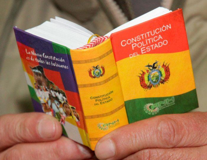 ANALISTAS RECUERDAN AL GOBIERNO PRIMACÍA DE LA CONSTITUCIÓN SOBRE LEYES Y DECRETOS.