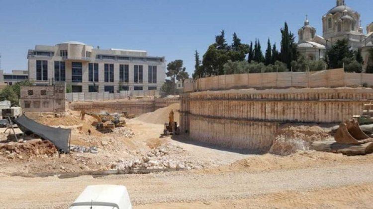 La fosa común fue descubierta en el patio trasero de la Municipalidad de Jerusalén