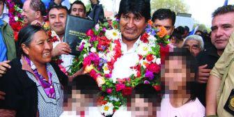 MAS utiliza a menores: Niños cantan y recitan en dos proclamaciones de Evo Morales