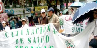 Médicos de la CNS cumplen paro de 72 horas y Gobierno anuncia descuentos