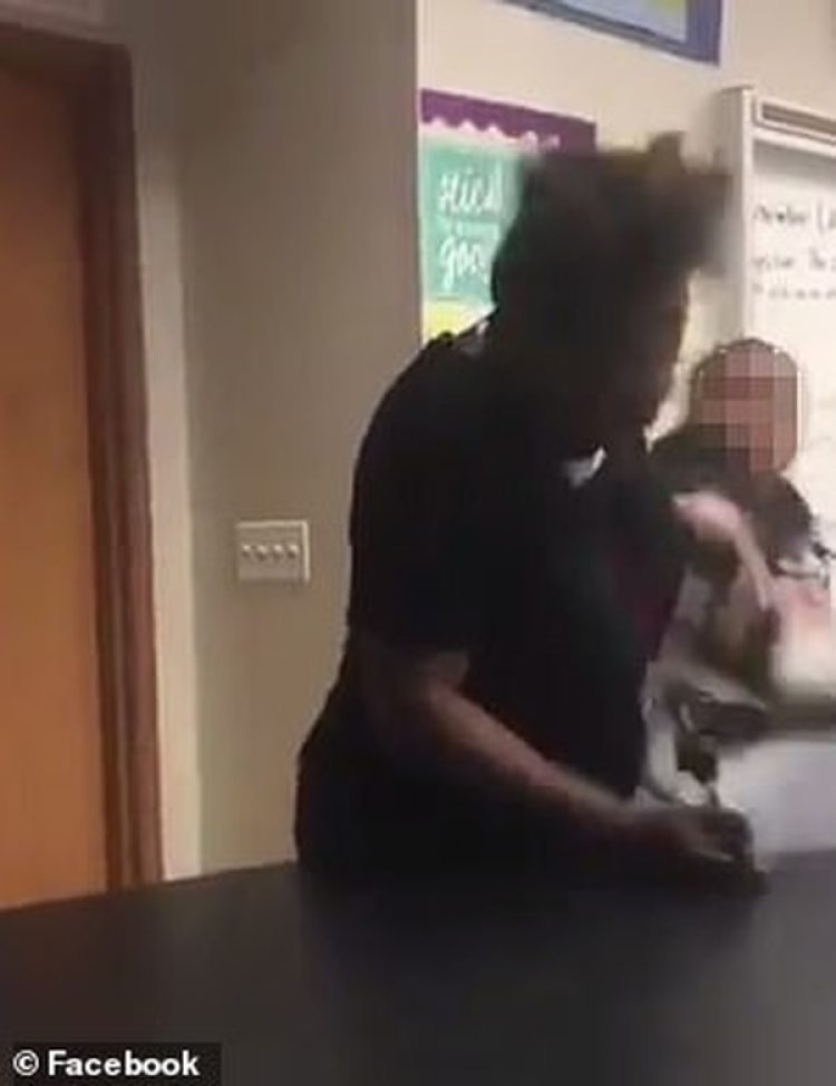 Los compañeros de clase se sorprendieron al ver la agresión (Foto: Especial Facebook)