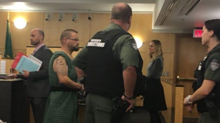 Durante el juicio la madre no pudo contener el llanto. Crédito: Q13 y Twitter TimGordonPDX