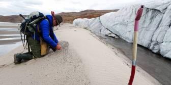 Descubierto bajo el hielo de Groenlandia uno de los mayores cráteres del planeta