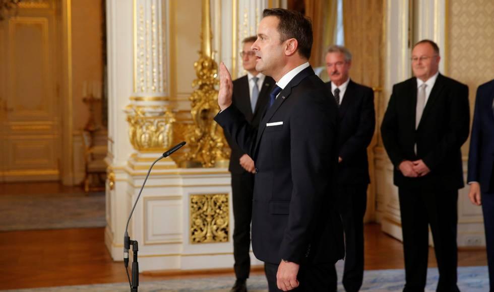 El primer ministro Xavier Bettel jura su cargo en el Gran Palacio Ducal de Luxemburgo, este miércoles.