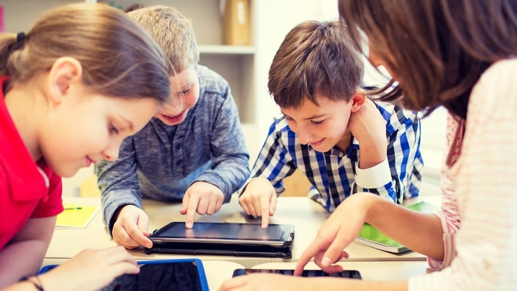 Ver una pantalla mucho tiempo modifica el cerebro de los niños — Neuromarketing