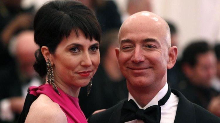 Bezos y Mackenzie comenzaron Amazon juntos como en una empres de venta de libros online desde el garage de su casa de Nueva York (Reuters)