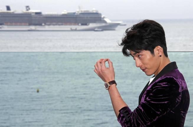 El actor Jing Boran, con su pendiente boen visible (Reuters)