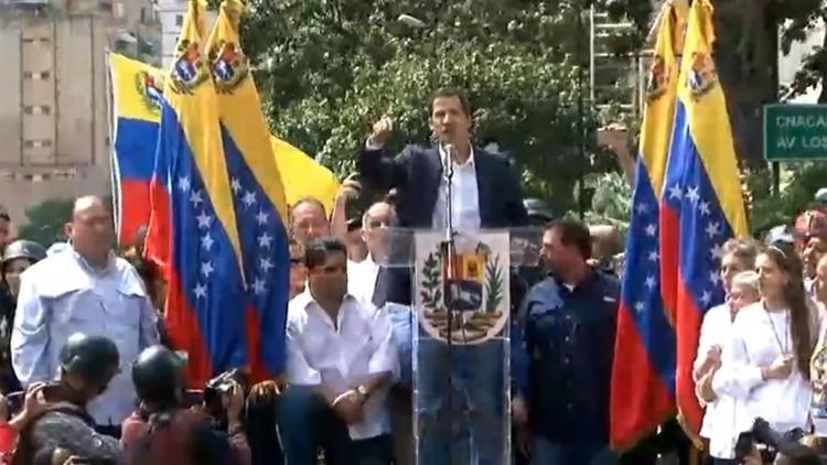 """Juan Guaidó: """"Hoy, 23 de enero de 2019, juro formalmente como Presidente encargado de Venezuela"""""""