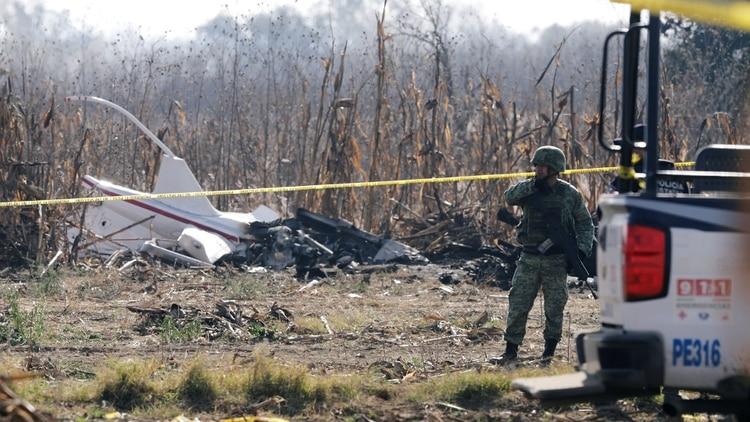 Así quedó el helicóptero en el que viajaban la gobernadora Martha Érika Alonso y el senador Rafael Moreno Valle (Foto: REUTERS/Imelda Medina)