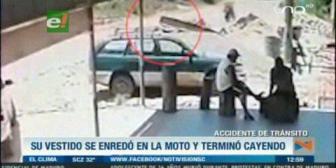 Mujer cae de una motocicleta tras enredarse su vestido en la llanta trasera