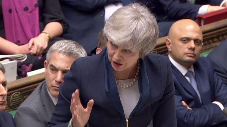 Theresa May, primera ministra británica, frente al parlamento (AFP)theresa may