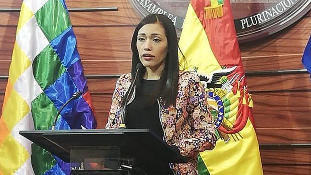 Salvatierra renuncia a su nacionalidad chilena y cierra la polémica