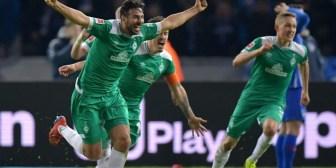 Con un gol de último minuto, el peruano Claudio Pizarro batió otro récord en la Bundesliga