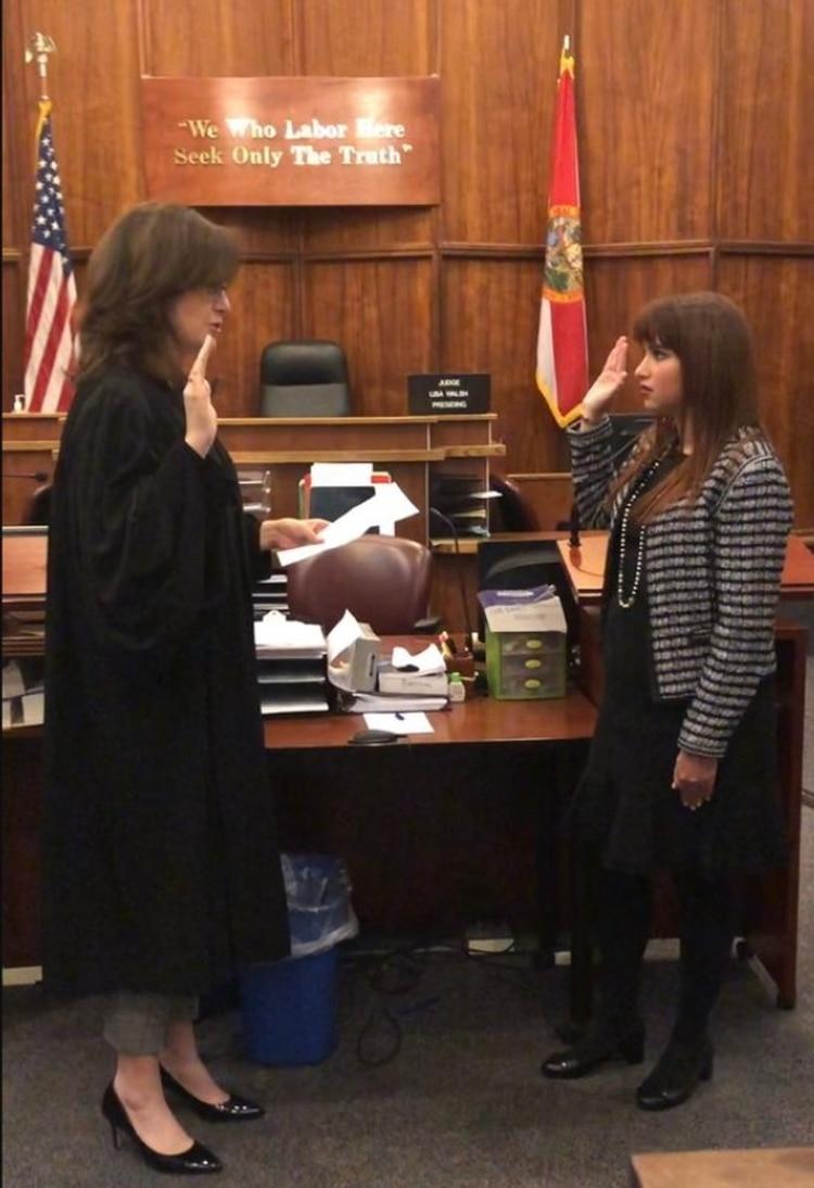 Haley tomó el juramento durante una ceremonia en el edificio de justicia Richard E. Gerstein en Miami, fue precedida por la juez de circuito de Miami-Dade, Lisa Walsh Foto: (Twitter)