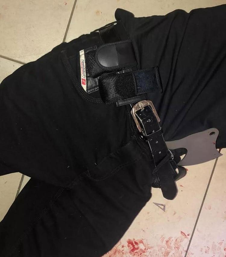 Uno de los asesinos llevaba un hacha al momento del ataque (Foto: O Globo)