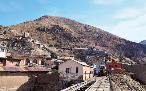 Oruro. El cerro Posokoni, donde opera la minera estatal Huanuni.