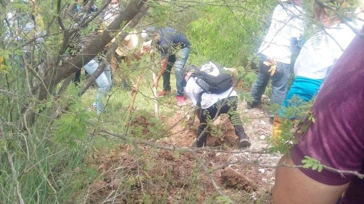 La búsqueda inició el sábado a las 10 de la mañana, y dos horas después ya habían encontrado el primer cadáver (Foto: Especial)