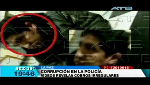 Video implica a policías en supuestos actos de corrupción