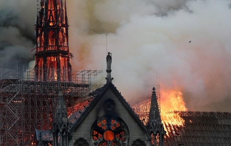 Aún se desconocen las causas del fuego, pero las especulaciones están a la orden del día. REUTERS/Benoit Tessier