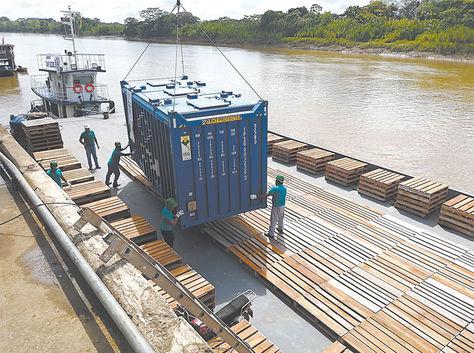 Cochabamba. Embarcación de contenedores con la urea boliviana.