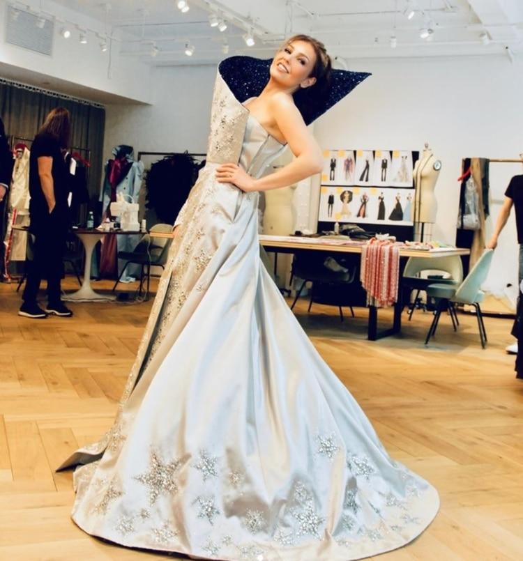 La cantante mexicana lució un vestido del diseñador Tommy Hilfiger (Foto: Intagram – @thalia)