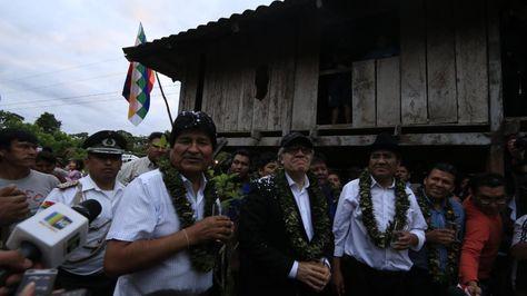 El presidente Evo Morales junto al secretario de la OEA Luis Almagro visitan la casa del mandatario.