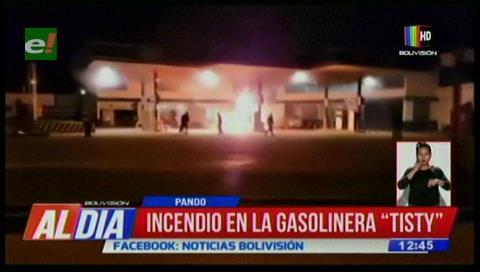 Pando: Incendio consume una gasolinera