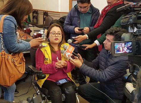 La presidenta del Concejo de La Paz habla con la prensa sobre el trabajo de su despacho.