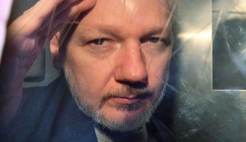 Julian Assange, a la salida del juzgado en Londres el pasado 1 de mayo.