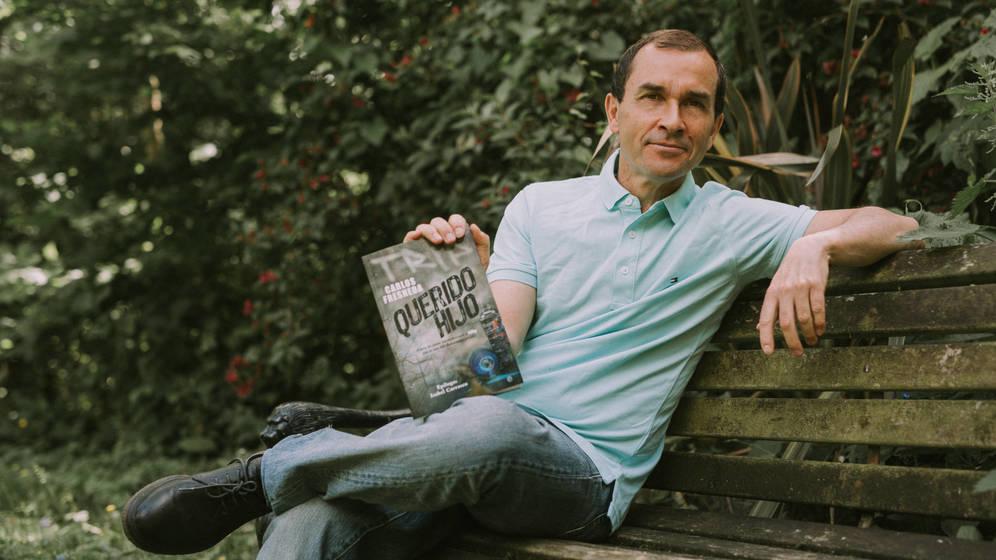 Foto: Carlos Fresneda con su libro