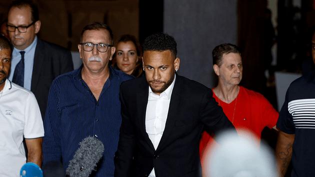 Neymar declaro ante la justicia de Sao Paulo por las acusaciones de violacion