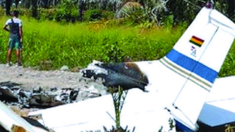 Hallan avioneta incendiada con bandera boliviana