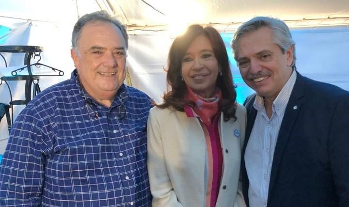 Eduardo Valdés con Cristina Kirchner y Alberto Fernández, en el acto por el 25 de Mayo.