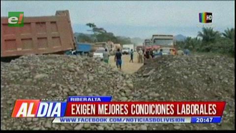 Obreros de CRCC bloquean la ruta Rurrenabaque-Riberalta