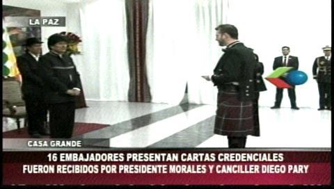 Morales recibe cartas credenciales de embajadores de 16 países