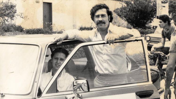 Vega reclutó a un sicario de Pablo Escobar y dice haber flirteado con la esposa del narco, María Victoria.