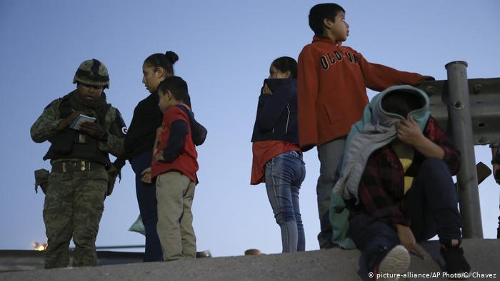 Mexiko Migranten an der Grenze zu den USA (picture-alliance/AP Photo/C. Chavez)