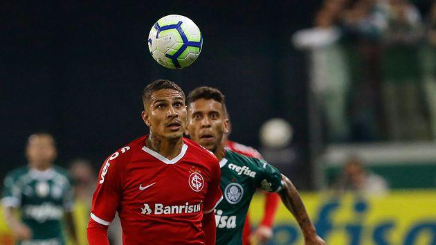 Paolo Guerrero explotó contra el arbitraje en la Copa de Brasil