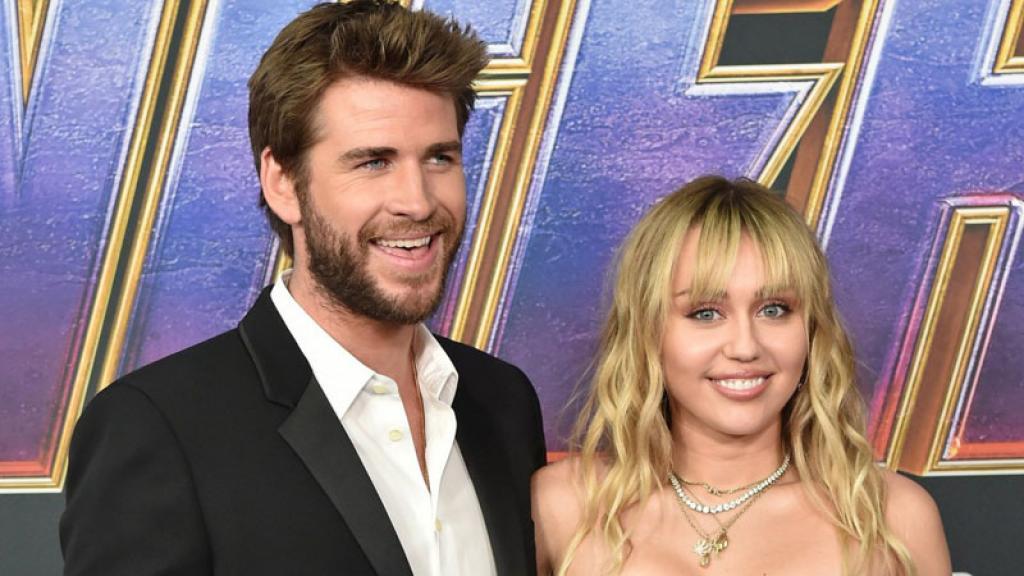 Miley Cyrus dice que aunque está casada le siguen gustando las mujeres.