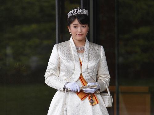 Princesa Mako planta un árbol en memoria de los inmigrantes japoneses