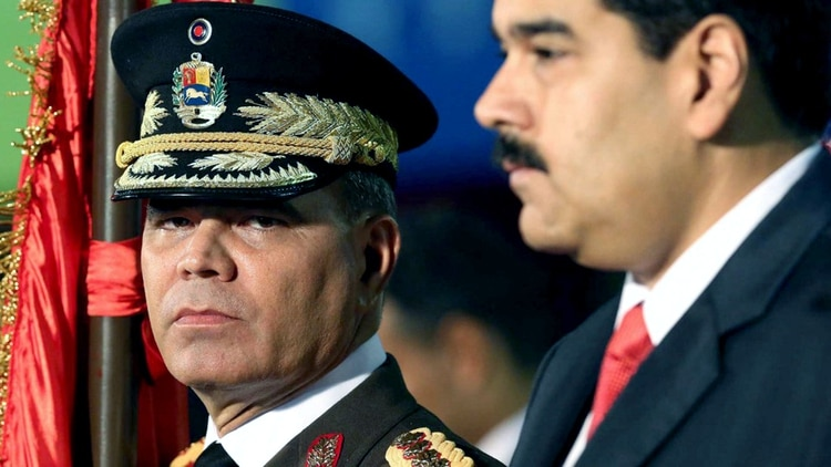 Nicolás Maduro y Vladimir Padrino. (AP)