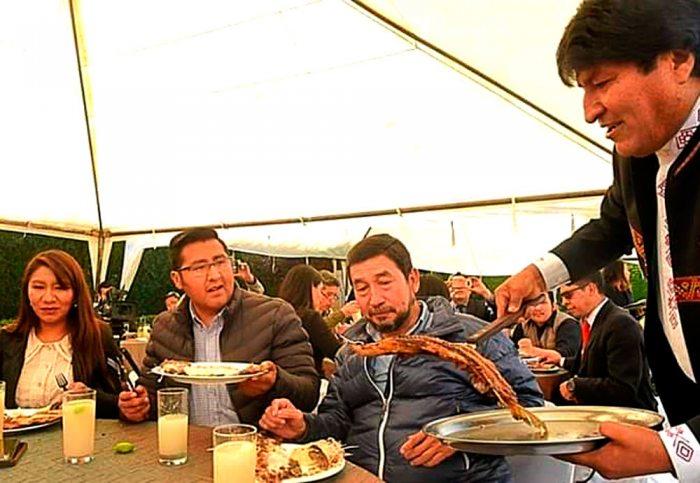Efeméride: Ven desaire a La Paz, Evo eligió almorzar con periodistas de medios afines y faltó al acto cívico