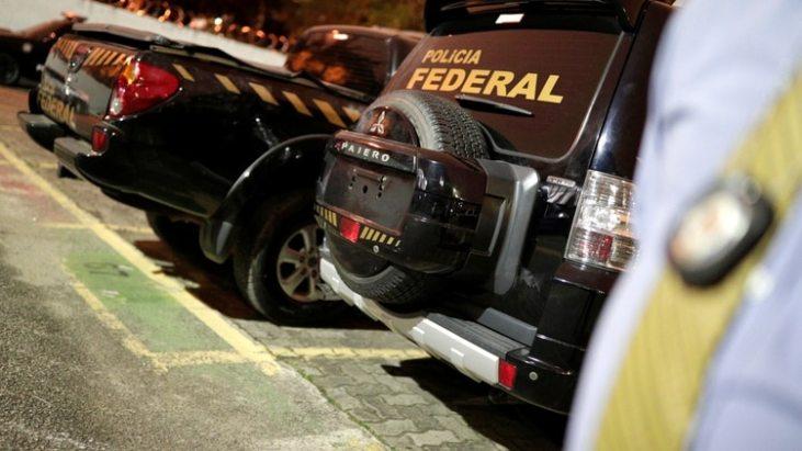 Los delicuentes utilizaron autos con las insignias de las policía. (Reuters)