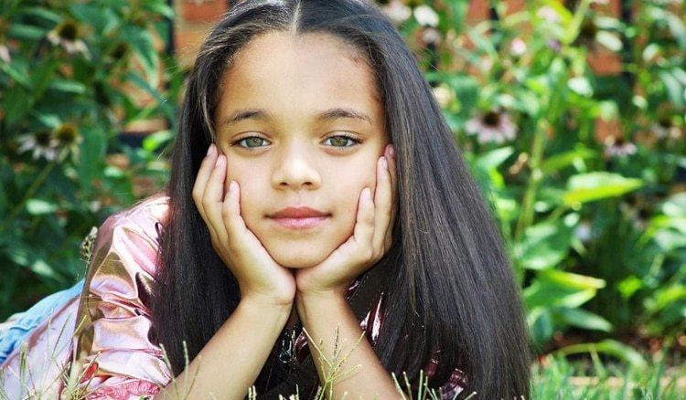 Hace menos de un mes, la cantante de Barbados publicó una fotografía de esta niña en su cuenta de Instagram, y algunos de sus seguidores creyeron que había utilizado una app para rejuvenecerse (Foto: Instagram @BriaKay)