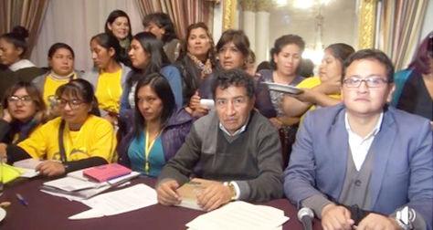 Autoridades del Legislativo, pacientes con cáncer y madres cuyos hijos viven con cáncer durante la conferencia de prensa de hoy