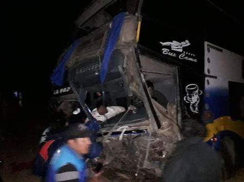 El bus que se encunetó en la carretera La Paz-Oruro. Foto: Humberto Pacosillo