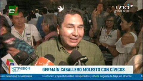 Germaín Caballero molesto con los cívicos cruceños, no le cedieron el micrófono