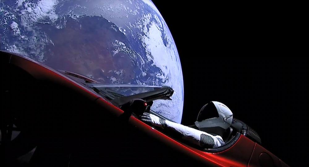 El auto Tesla en la órbita terrestre (archivo)