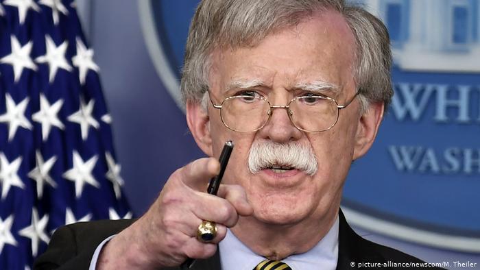 John Bolton en rueda de prensa en la Casa Blanca