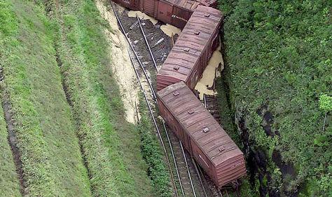 Vagones de de tren después de un descarrilamiento. Foto: Archivo-AFP